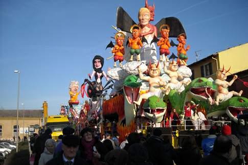 Carro allegorico: edizione 2013 del Carnevale di Fano