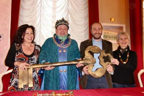 """Il Re Carnevale alla consegna delle chiavi della città dei sei Comuni aderenti alla nona edizione del """"Carnevale del Fermano"""""""