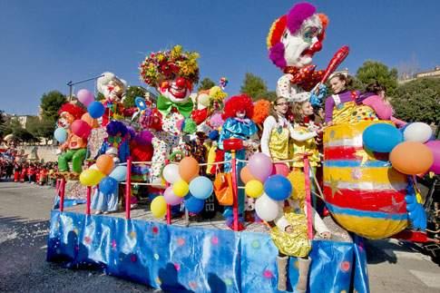 Sfilata di carri allegorici del Carnevale di Macerata