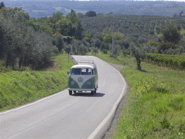 Marche Holiday Marche sullo storico pulmino Volkswagen